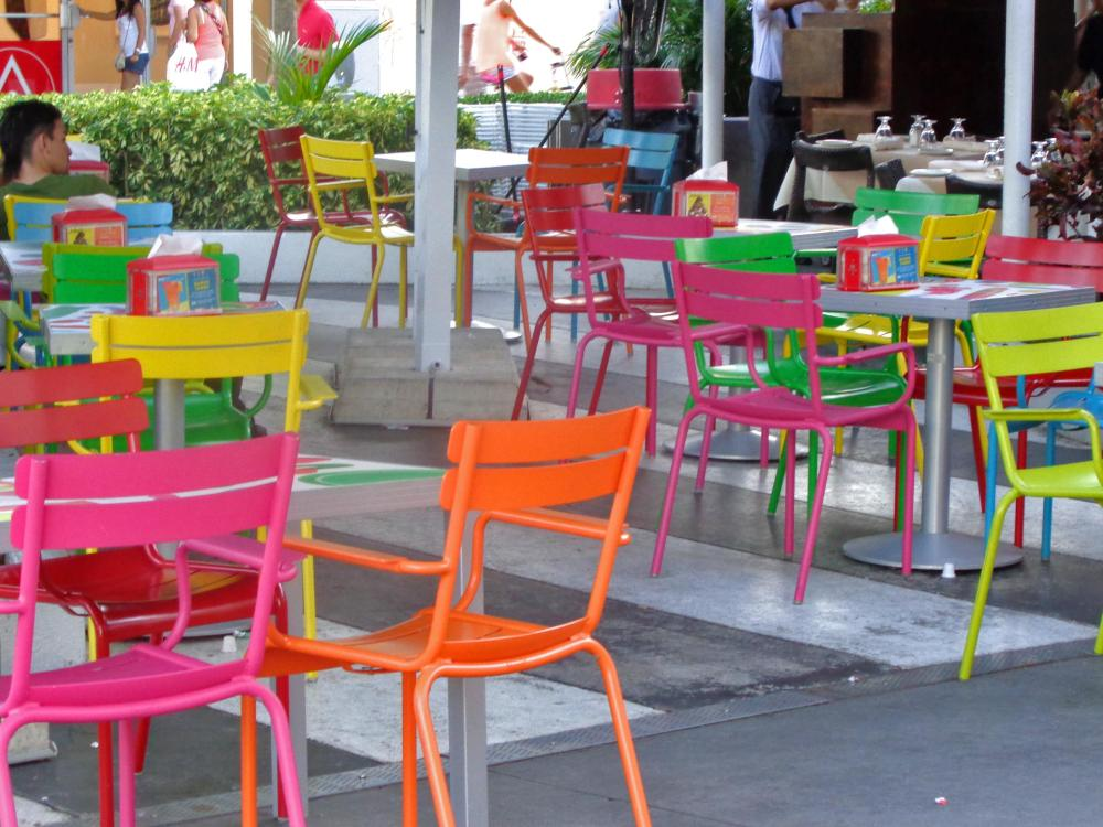 street-cafe-in-south-beach-miami